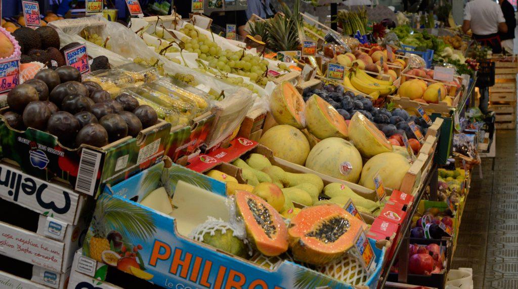 Modena Mercato Albinelli fresh fruit