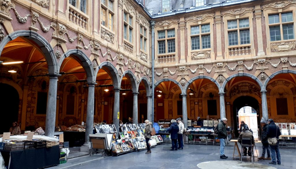 2nd hand book market in La Vieille Bourse de Lille