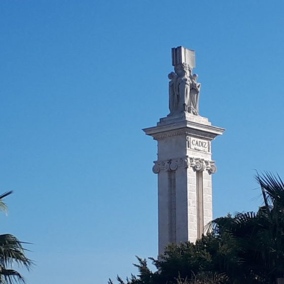 Tall monument in the centre of Cadiz