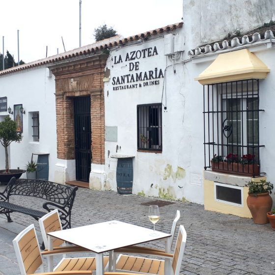 Nice restaurant in the plaza by the church in Medina Sidonia