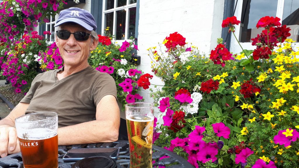 This pretty Lyndhurst pub festooned with flowers and the lure of a cold beer was just too hard to resist.