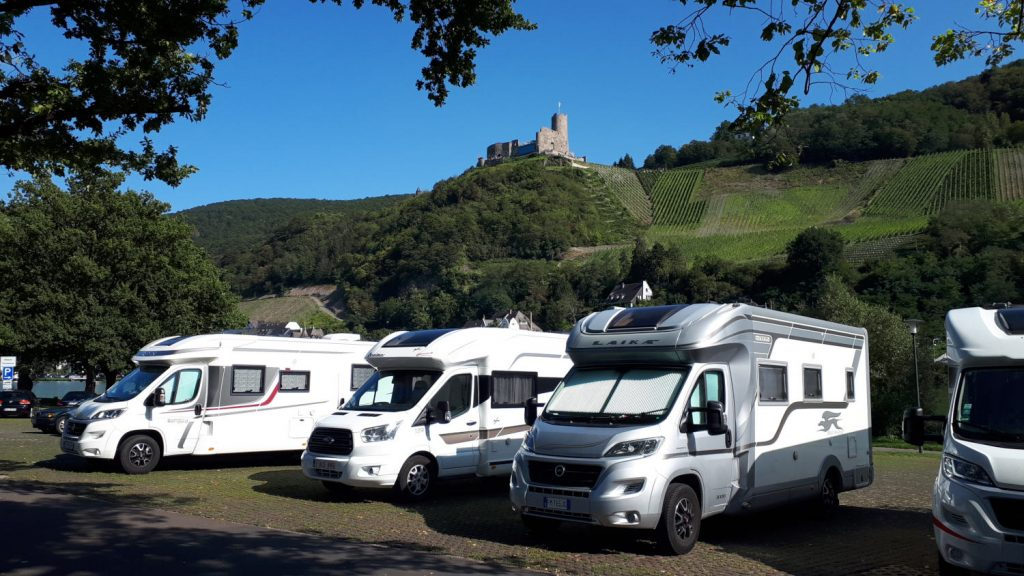 Buzz Laika in the motorhome parking spot under the castle ruins at Bernkastel-Kues