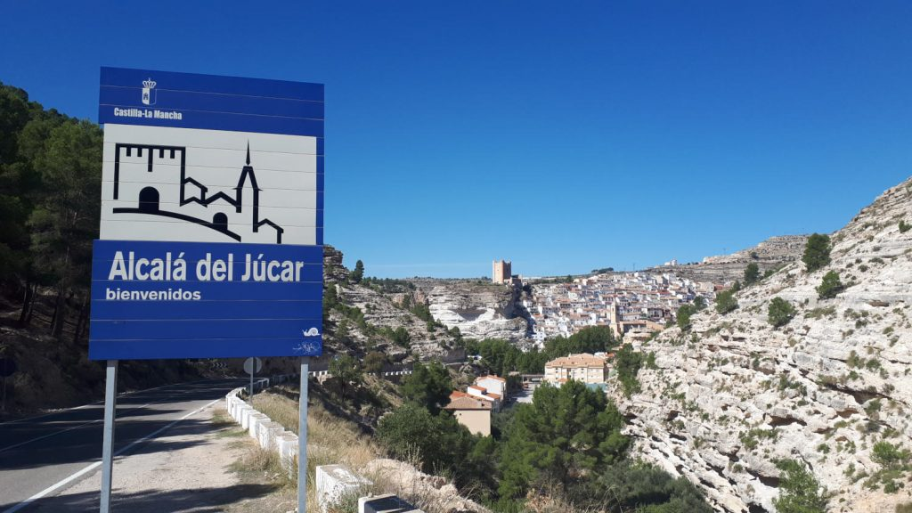 Alcala del Jucar - view of the town from the South