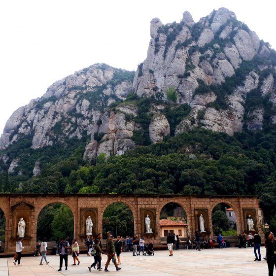 Monastir de Montserrat large plaza